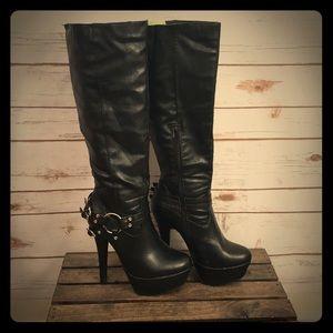 🔥🖤Faux Leather platform boots 🔥🖤